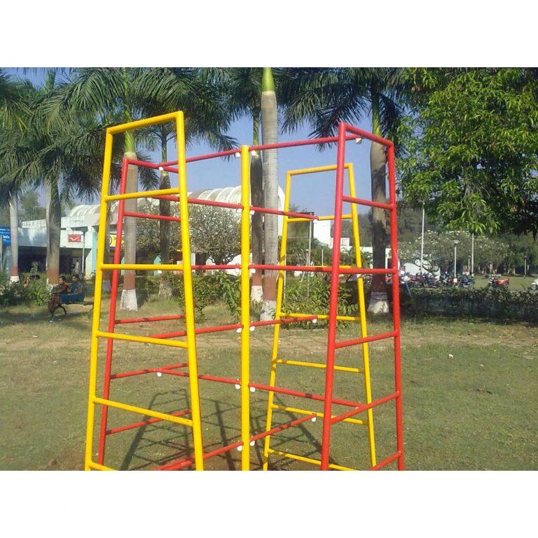 CRISS CROSS SCRAMBLER | Climbers | PLAYTime | Playground Equipment